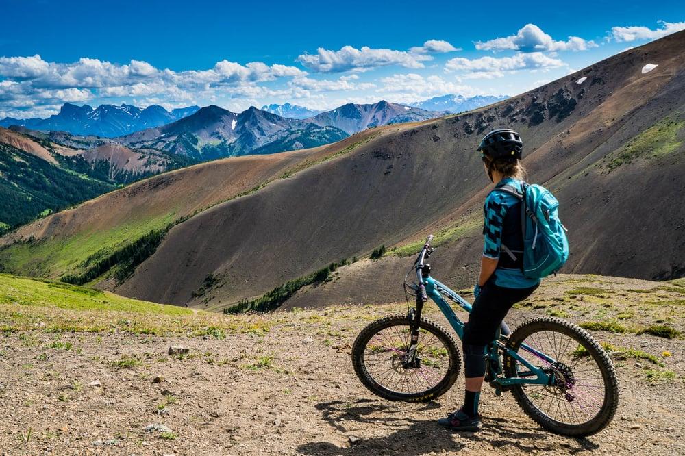 Warner Lake, Canada, riding mountain bikes